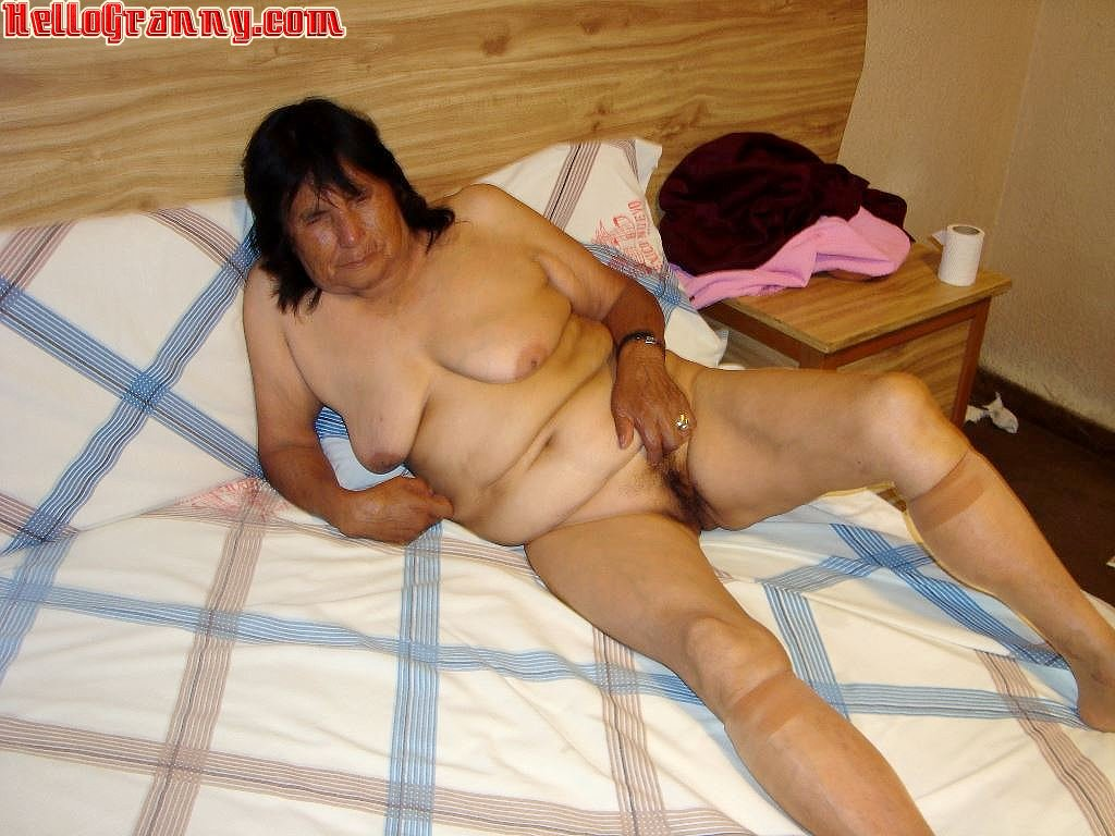 Mature Latina Wife Nude