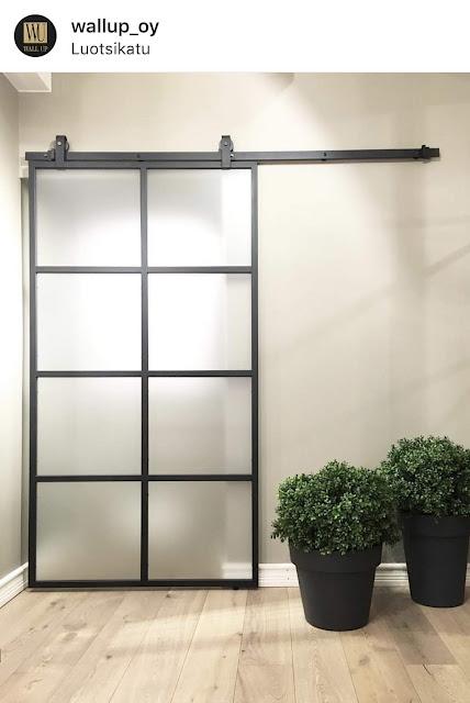 wallup_oy, liukuovi, lasiovi, lasiovet, ruudukkoseinä, ruudukko-ovi, tilanjakaja, väliseinä, frame doors, musta ruudukko ovi, black steel