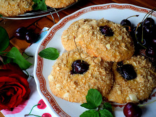 Кръмбъл-бисквити с череши