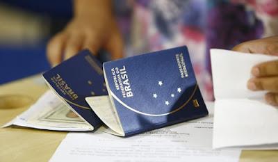 Passaporte e RG no cartório