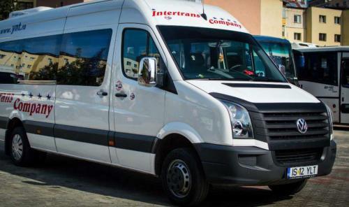 Microbuz al firmei Intertrans Company - curse Iasi Piatra Neamt