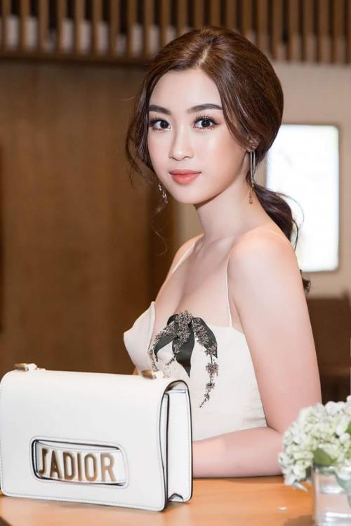 Hoa hậu Đỗ Mỹ Linh 'mách nước' chị em cách tắm sữa tươi để da trắng hồng mơn mởn -4