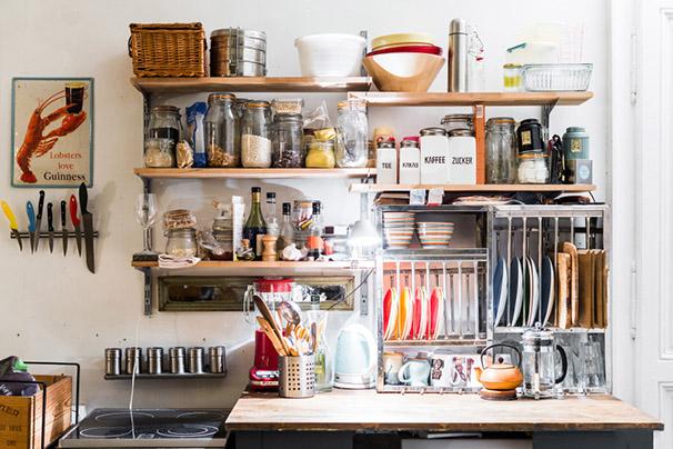 cuisine gain de place étagères superposées égouttoir en métal