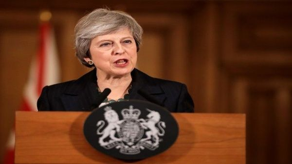 Theresa May insiste en llevar adelante Brexit pese a protestas