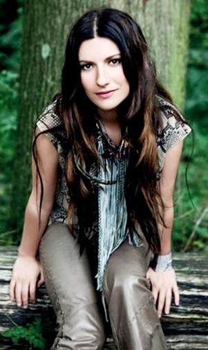 Foto de Laura Pausini bella con cabello largo