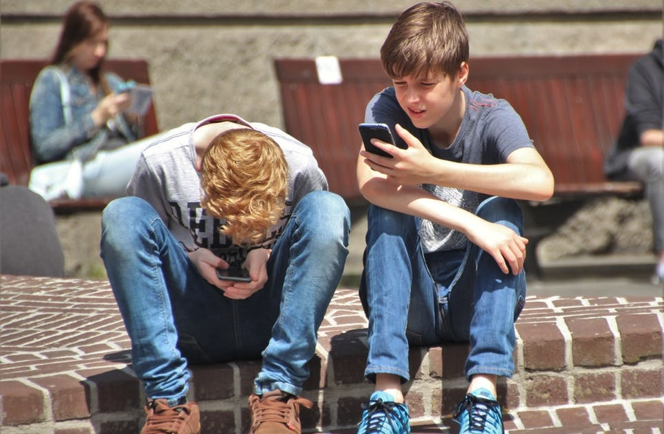 Major Benefits of Using a Child Mobile Monitoring App for Parents