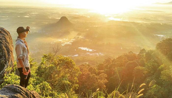 Situs Keramat Gunung Munara Rumpin di Bogor Jawa Barat