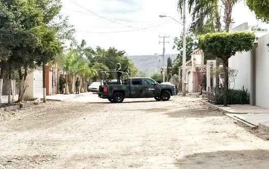 """VIDEOS; donde presumen fue abatido """"El Güero Ranas"""" lugarteniente del Chapito y familiares reclamando los cuerpos pero no los dejan ingresar"""