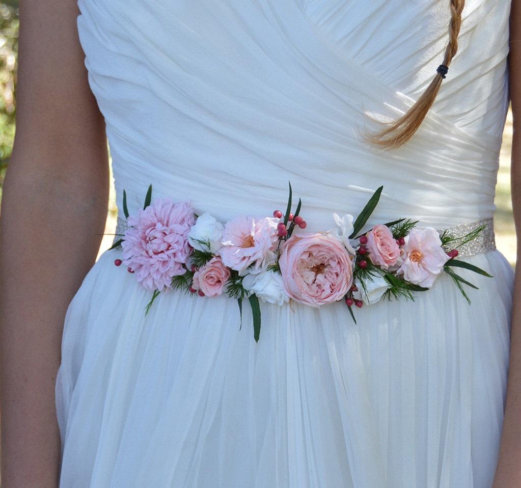 0b98779c ▷Cinturones de flores para novias - ▷ Blog de bodas originales ...