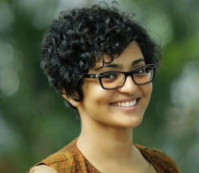 Parvathi cute smile actress