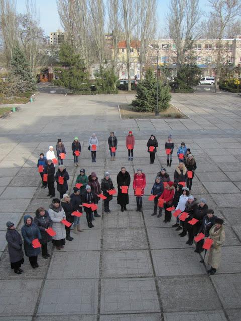 У Скадовську відбувся флешмоб до Всесвітнього дня боротьби зі СНІДом