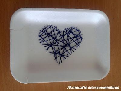 Cosiendo corazones en poliespan