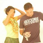 Andrea Rincon, Selena Spice Galeria 13: Hawaiana Camiseta Amarilla Foto 2