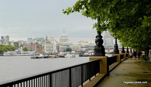 South Bank, às margens do Rio Tâmisa,em Londres