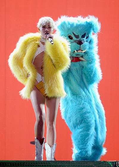Miley Cyrus presented show Bangerz Tour in Vancouver