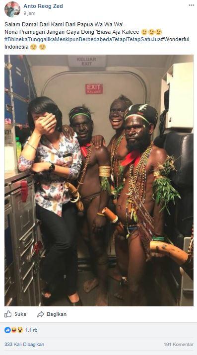 Pramugari Berfoto Sama Orang Papua Yang Pakai Koteka Begini