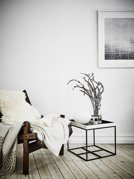 Cozy scandinavian seating nook via Grey Deco