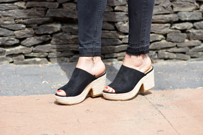 blanco.black-wedges-cuñas-sandalias