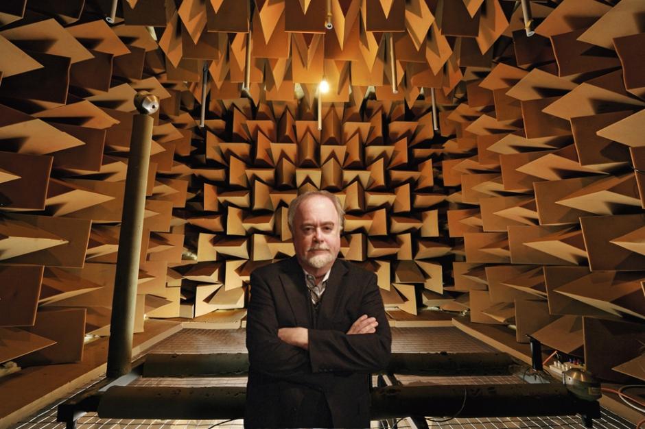 Chambre sourde et son concepteur, l'ingénieur Steven Orfields