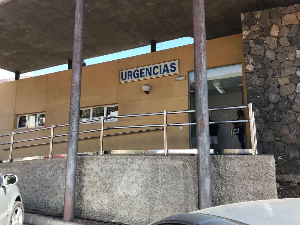 Exterior centro de salud de morro jable acondicionado con for Limpieza de jardines madrid