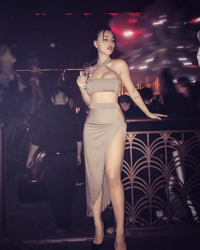 DJ Tít khoe thân hình sexy đến nghẹt thở đầu hè - Ảnh 17