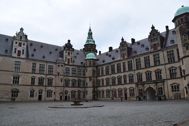 kronborg castle, courtyard