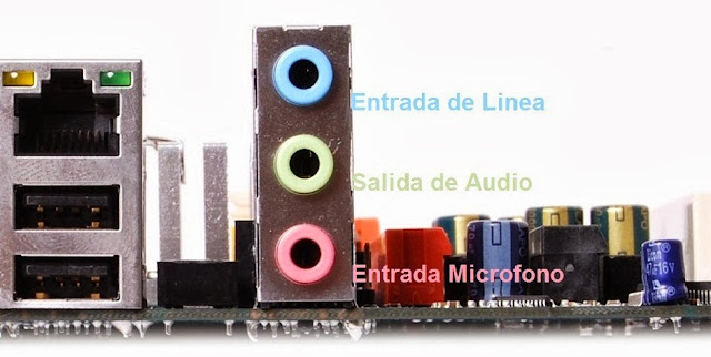 Conectores de audio clásicos de una tarjeta madre.