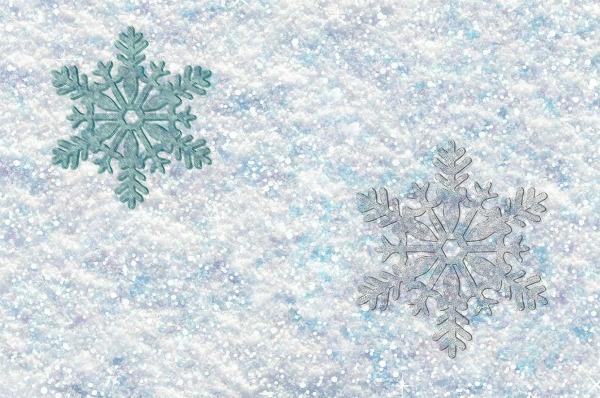 MAKE SPARKLE SNOW!  A super fun winter play recipe for kids! #playrecipes #winteractivitiesforkids #snowrecipesforkids