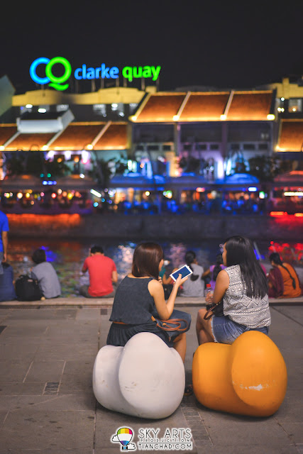 Clark Quay in Singapore is another colorful place that has exciting nightlife