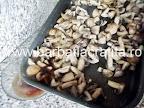 Ciuperci la cuptor cu usturoi preparare reteta - scurgem zeama lasata
