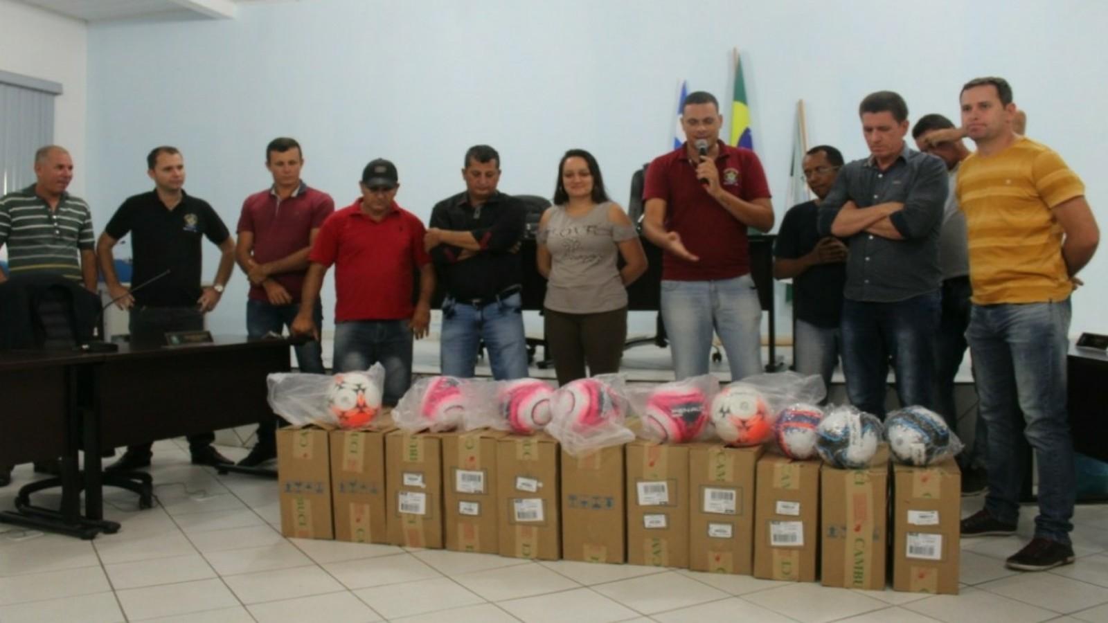 MIRANTE  Prefeito Lúcio Meira faz a entrega de materiais esportivos ... 75178531441bf