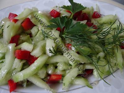 Sałatka z zielonego ogórka i papryki