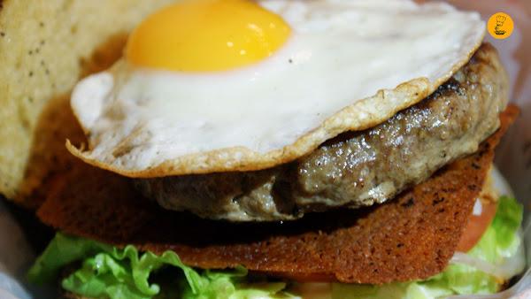 Hamburguesa eggburger (8.90€) Cafetería HD Madrid
