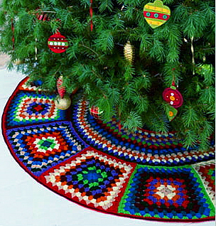 Knitted Christmas Tree Skirt Pattern : Miss Julias Patterns: Free Patterns for Christmas - Knit & Crochet