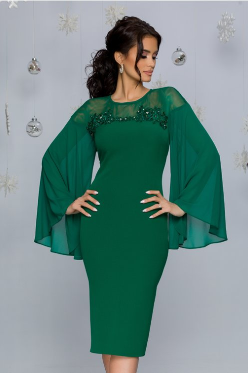 Rochie de coazii marime mare verde cu manecile evazate si broderie florala cu strasuri