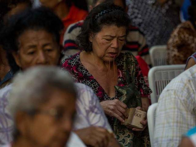 ¡Qué desastre! Pago de aguinaldos a pensionados agudizará la escasez de efectivo