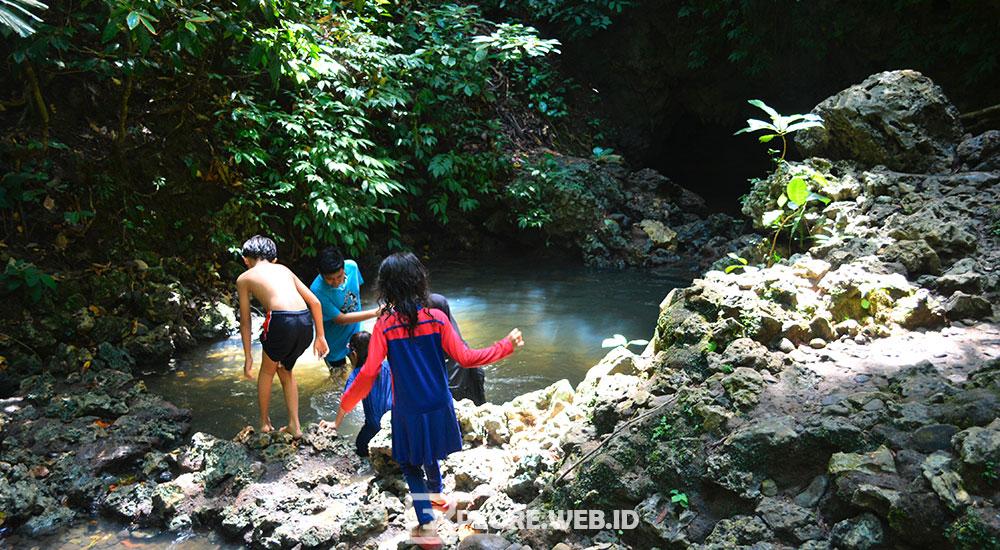 gua rengganis di taman wisata alam pangandaran