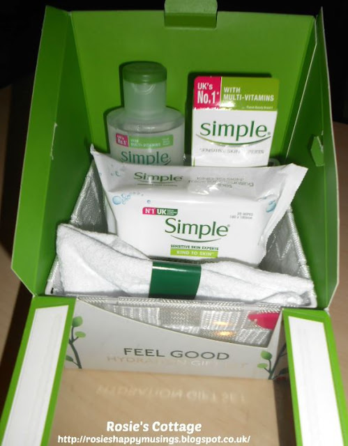 Feel Good Hydration Gift Set by Simple - Contents