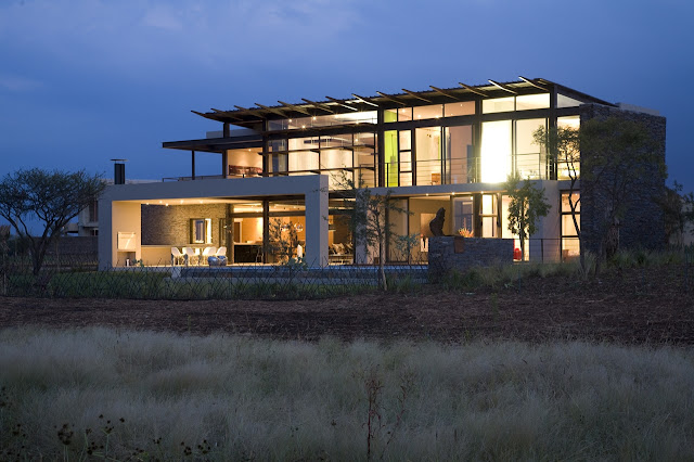 Turned lights in the Serengeti House by Nico van der Meulen Architects
