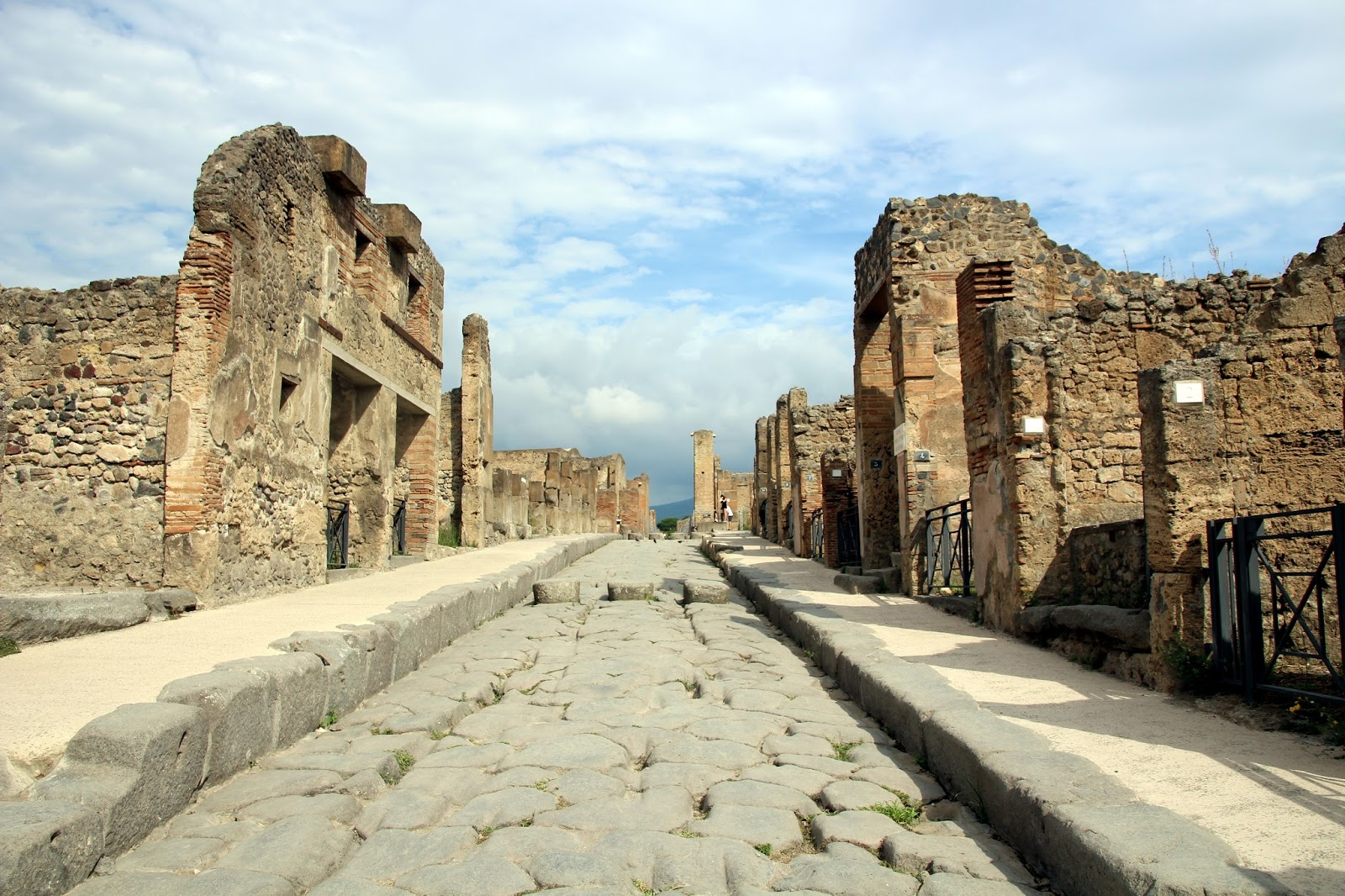 robert harris pompeii essay The bestseller novel pompeii (2003) by robert harris tells the  bulwer-lytton's book the last days of pompeii (see pompeii in popular culture#books and other.