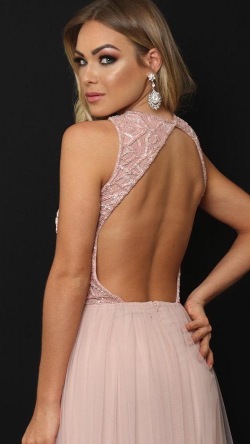vestido longo rosa com decote nas costas