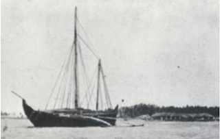 Yathra dhoni at anchor in Kalpitiya, Sri Lanka
