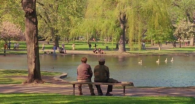 Mat Damon y Robin Williams en la ya mítica escena del parque