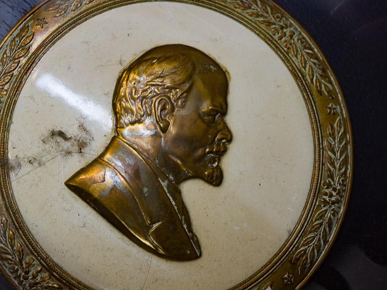 Медальон с изображением Ленина