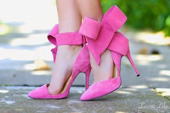 3efc74360 A pedido de uma amiga e leitora, eu escolhi alguns looks lindos e  comportados usando sapatos ROSA, que podem ser adaptados ao nosso guarda  roupas!!