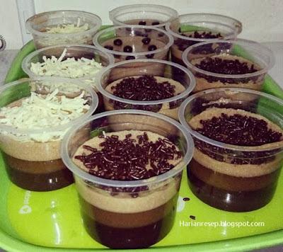 Yowiss akhirnya eksekusi pakai resep dari teman food blogger yang sliweran di internet Resep dan Cara Membuat Puding Terapung Coklat