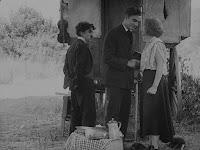"""Кадр из фильма Чарли Чаплина """"Скиталец"""" (1916) - 11"""