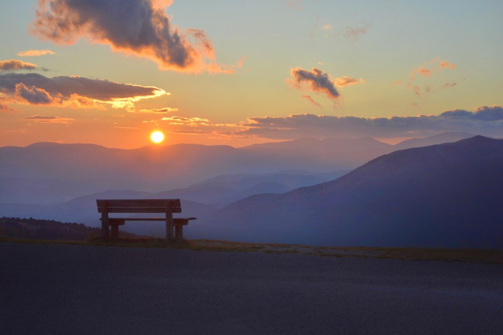 заходящее солнце в горах Италии