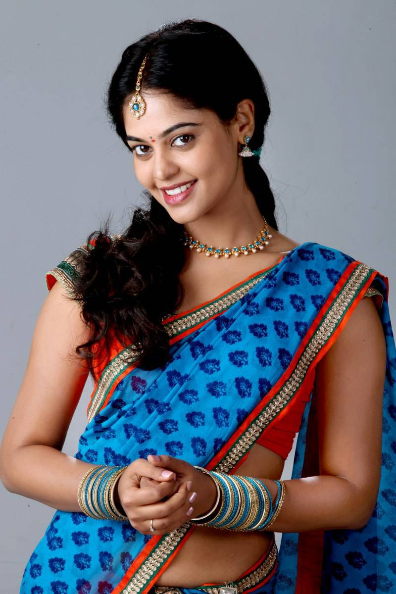 Bindu Madhavi Hip Show Photos In Blue Saree