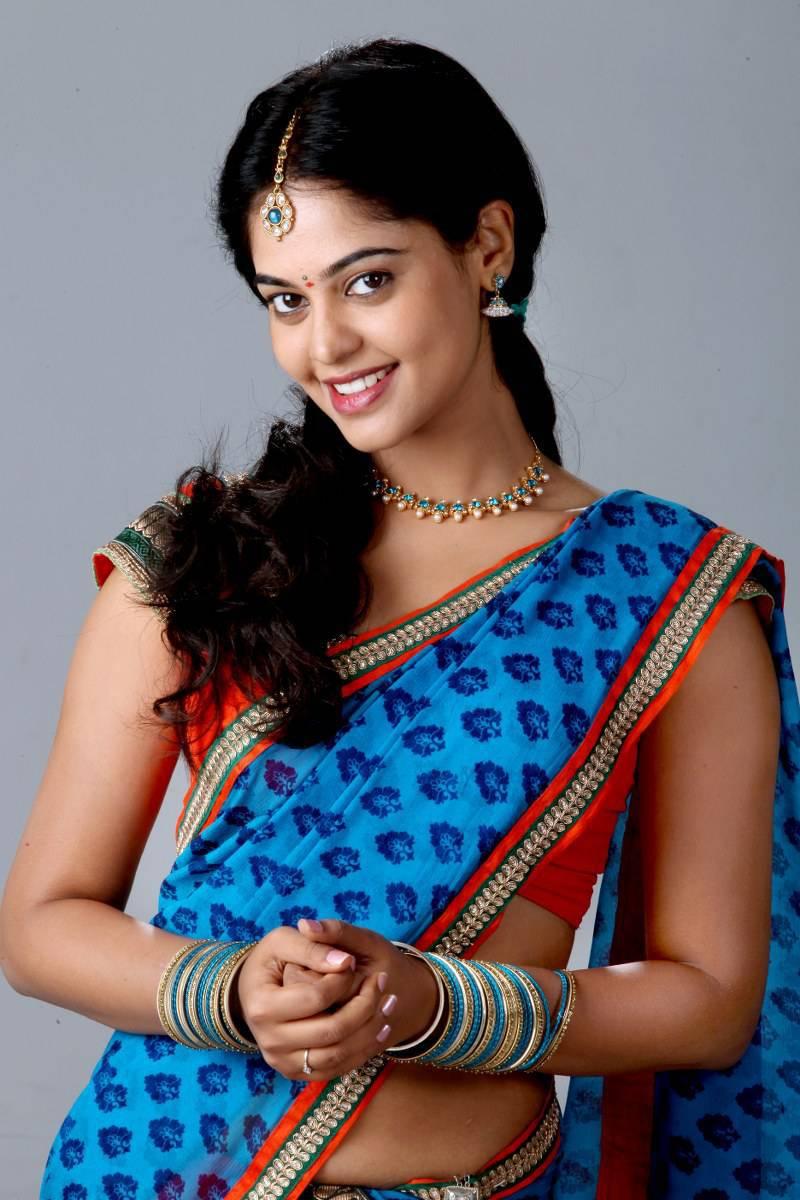 Bindu Madhavi Hip Show Photos In Blue Saree